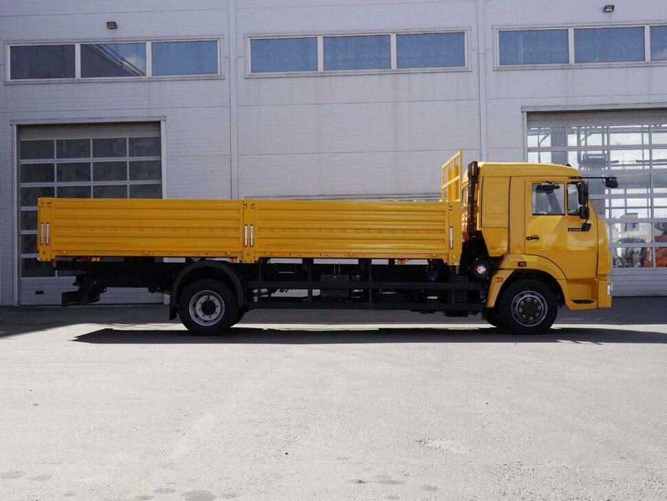 Бортовой КамАЗ 4308, 2018, желтый фото 5