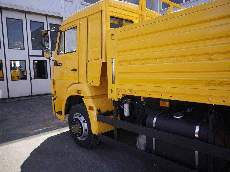 Бортовой КамАЗ 4308, 2018, желтый фото 9