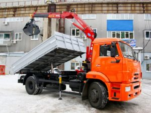 Бортовой КамАЗ 43253 с ГМУ, 2016, оранжевый бу фото