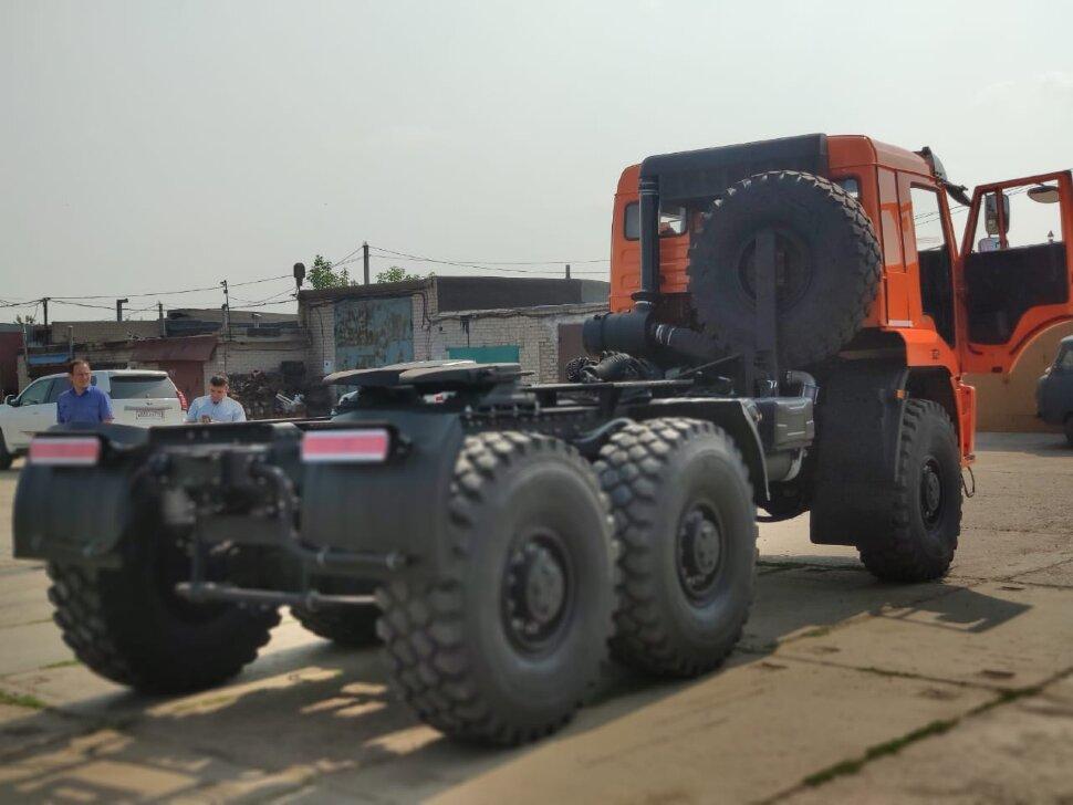 Седельный тягач КамАЗ 65221, 2011, оранжевый фото 17