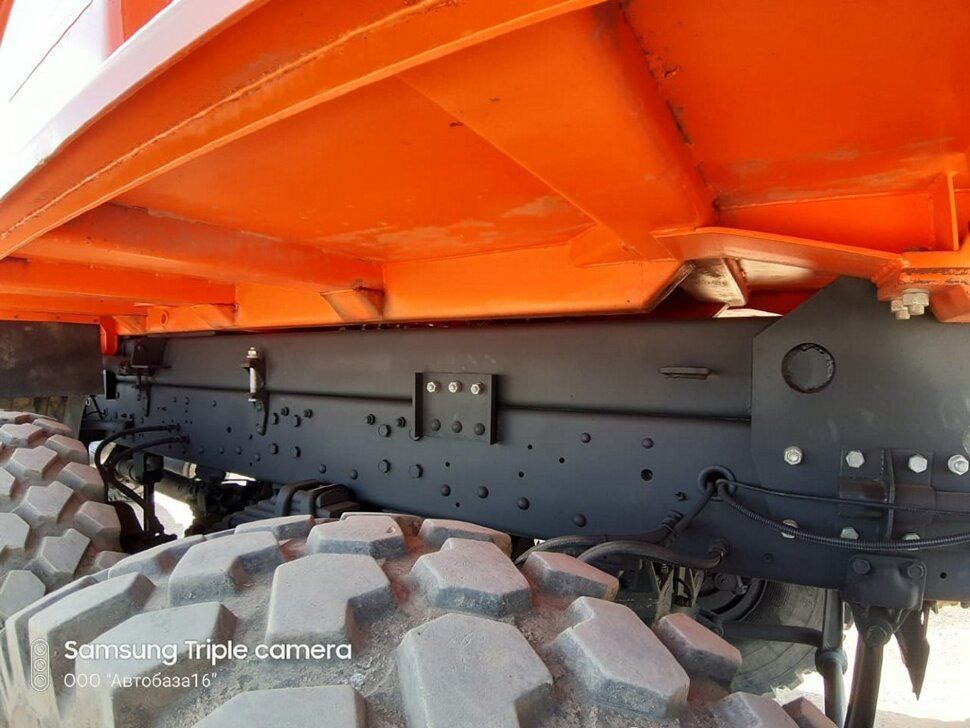 Самосвал КамАЗ 65222, 2015, оранжевый фото 17