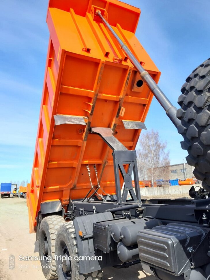 Самосвал КамАЗ 65222, 2015, оранжевый фото 18