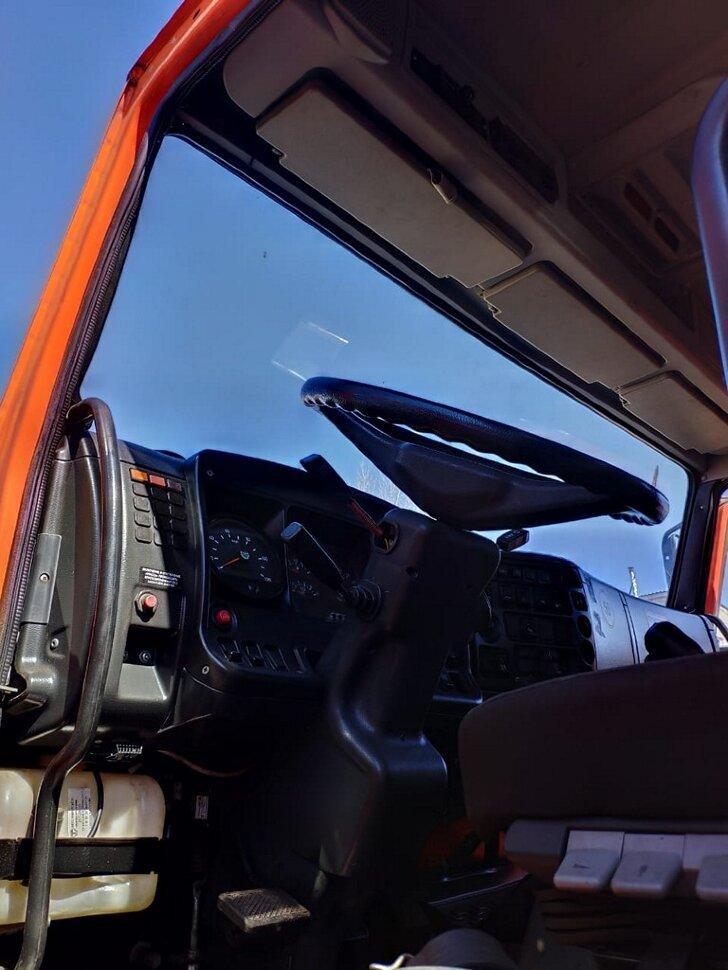 Автоцистерна бензовоз КамАЗ 65111, 2014, оранжевый фото 9