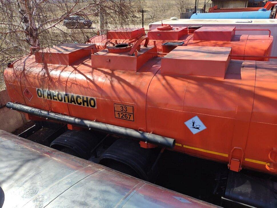 Автоцистерна бензовоз КамАЗ 65111, 2014, оранжевый фото 5