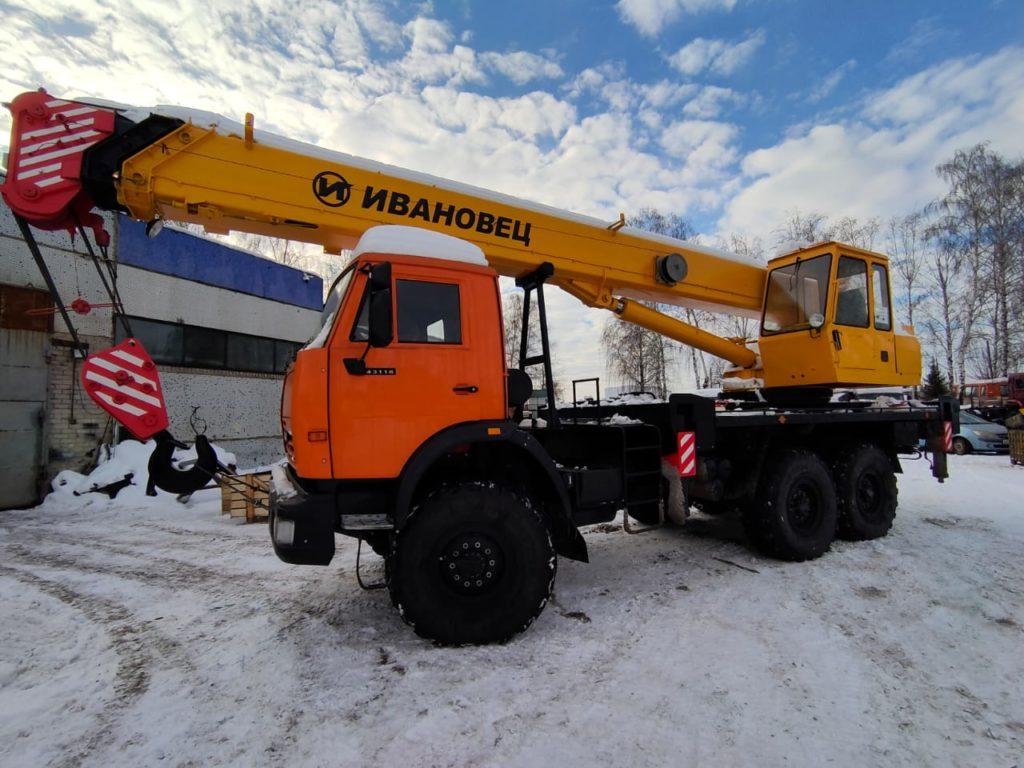 Автокран КамАЗ 43118 Ивановец 25т, 2012, оранжевый фото 3